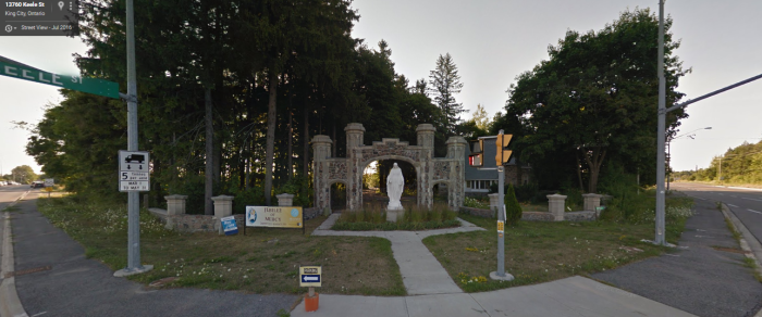 billy-madisons-mansion-driveway-sv.png
