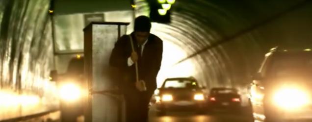 bruno-mars-grenade-tunnel-yt-2.png