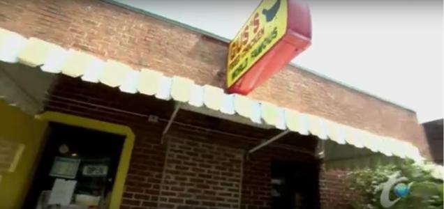 guss-world-famous-fried-chicken-man-v-food-yt