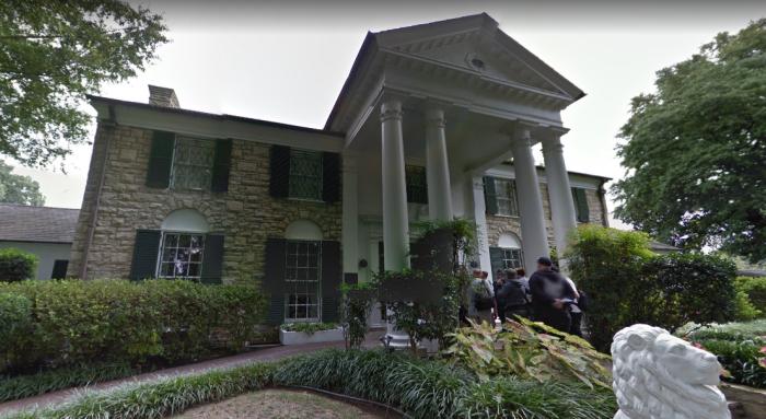 elvis-presleys-graceland-mansion-4.PNG