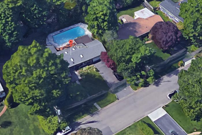 karens-neighbors-house-av.PNG