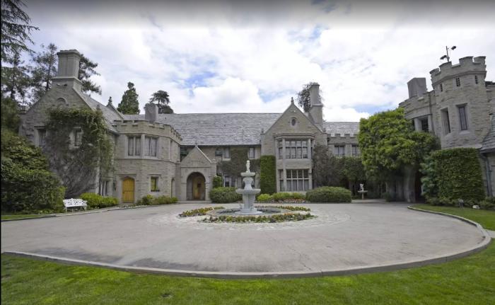 playboy mansion location global film locations. Black Bedroom Furniture Sets. Home Design Ideas
