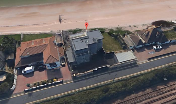 graham-nortons-beach-house2.PNG